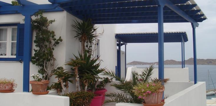 Πλατεία και 100μ από την παραλία πιπέρι